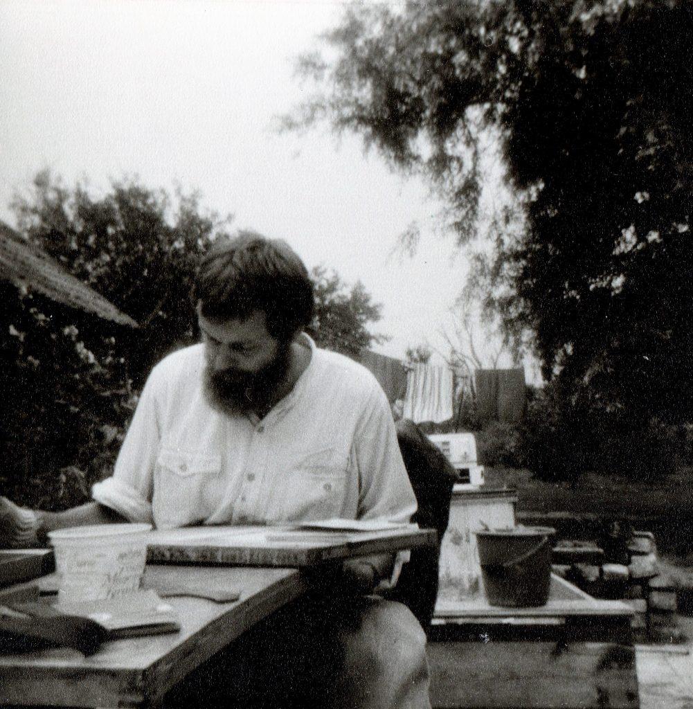 Hilmar Schäfer aan het werk in de tuin in Sappemeer (Groningen)
